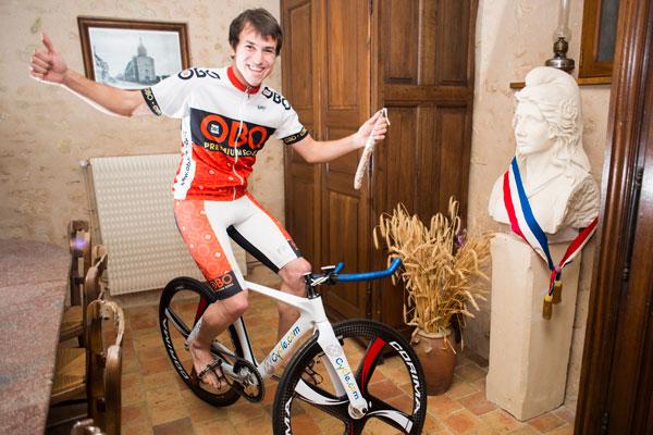 Clément Leroy dans la Mairie à Les Etilleux - Crédit : Clément Leroy