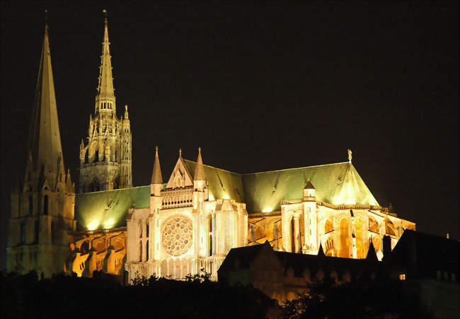 """""""Chartres en lumières enchanté"""" manifestation culturelle créée par l'Office de tourisme de Chartres"""