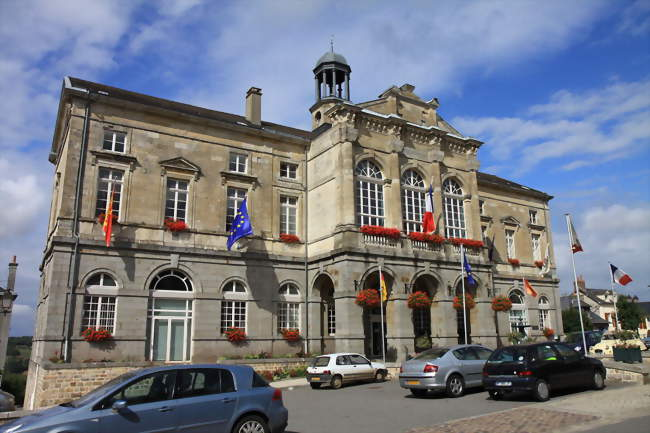 L'hôtel de ville - Domfront (61700) - Orne