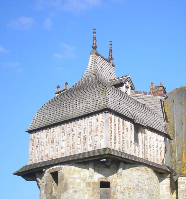 Détail de la porte monumentale du manoir de la Saucerie - La Haute-Chapelle (61700) - Orne