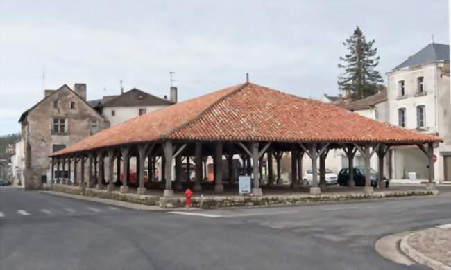 Marché de Noël.   Charroux (86250)   Marché