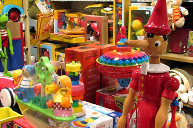 Des jouets qui font des mondes
